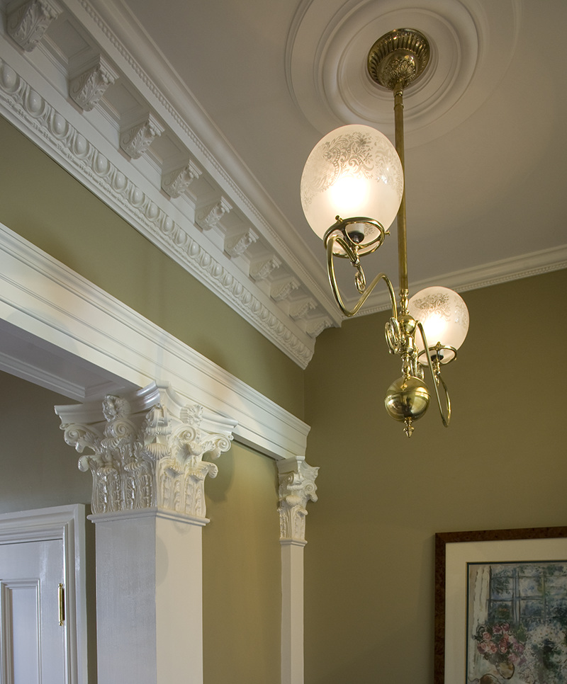Boston Townhouse detail: Corinthian pilasters and cornice